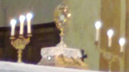 """Lunedì 21 agosto p.v. dalle ore 21.15 alle 22.30 Adorazione Eucaristica in chiesa parrocchiale a Stresa. Guidano la preghiera le Sorelle laiche della """"Nuova Gerusalemme"""" di Nebbiuno."""