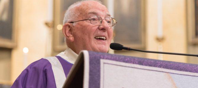 La Comunità parrocchiale di Stresa ha festaggiato il 40° di diaconato permanente di don Gianni Belfiore.