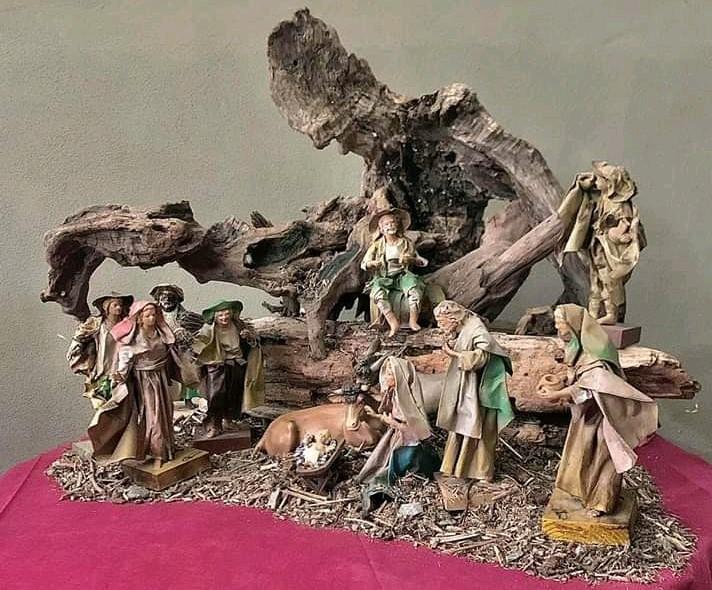 Presepi artistici esposti in chiesa parrocchiale a Stresa